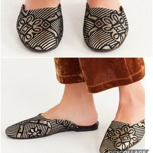 {Urban Outfitters} Art Deco Metallic Mules Size 8